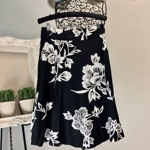 Black and white hibiscus 🌺 A-Line skirt